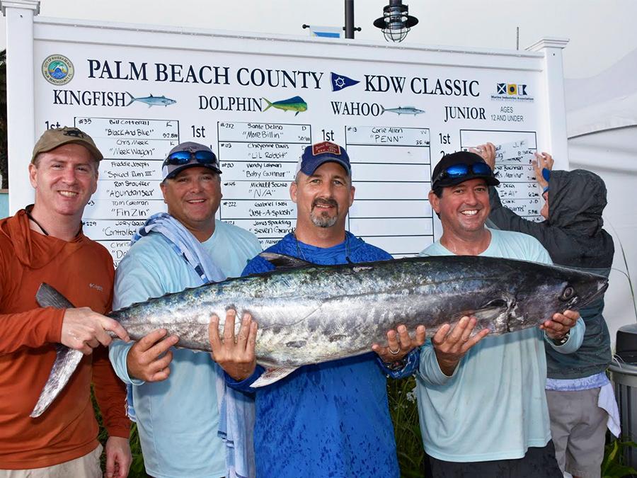 fishing team holding kingfish